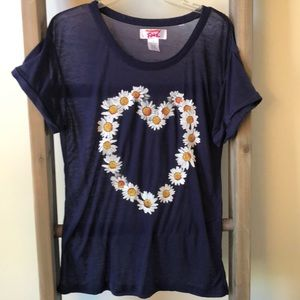 Women's daisy heart tee
